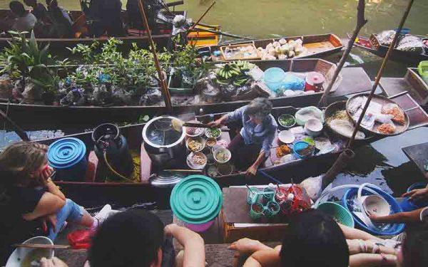 Vietnam boats cooking
