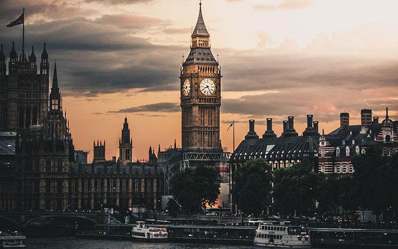 Big Ben lit up